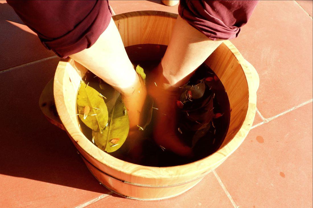 Foot-bathing (8)